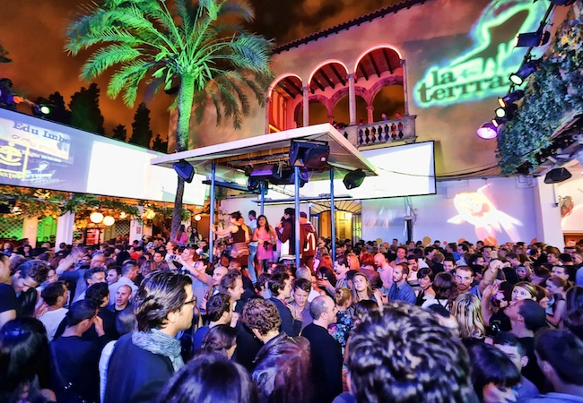 Dancing under the stars the best outdoor clubbing in for Night club barcelona