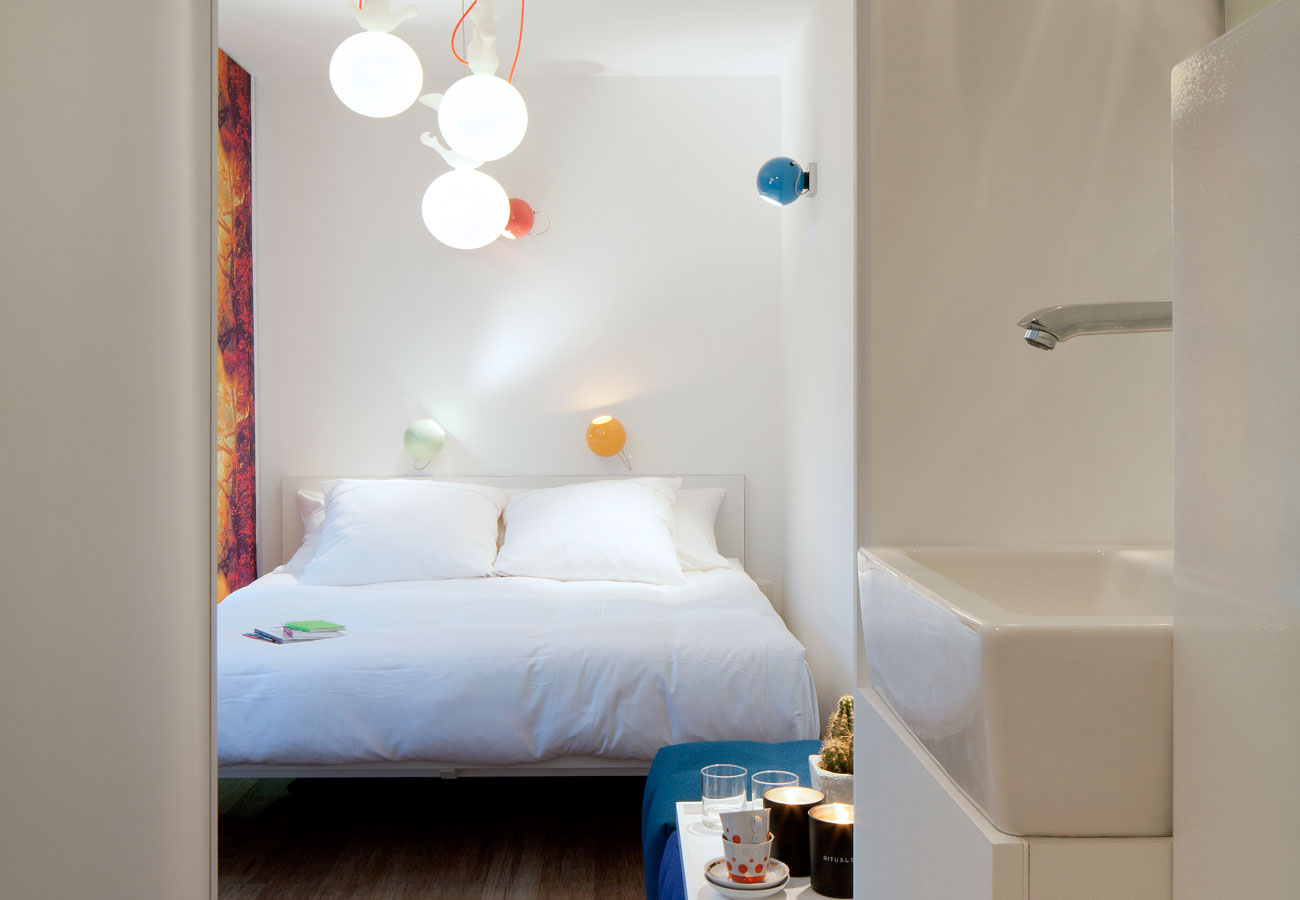Sleeping quarters and ensuite facilities when staying with Sleeping Around © Sleeping Around/Frederik Vercruyssen