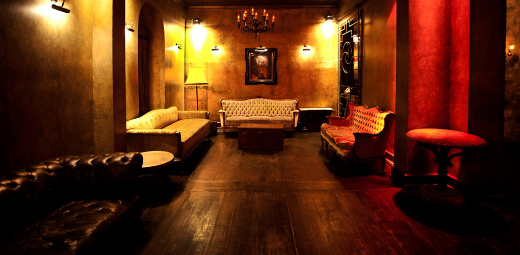 chalet one of the best clubs in kreuzberg berlin. Black Bedroom Furniture Sets. Home Design Ideas